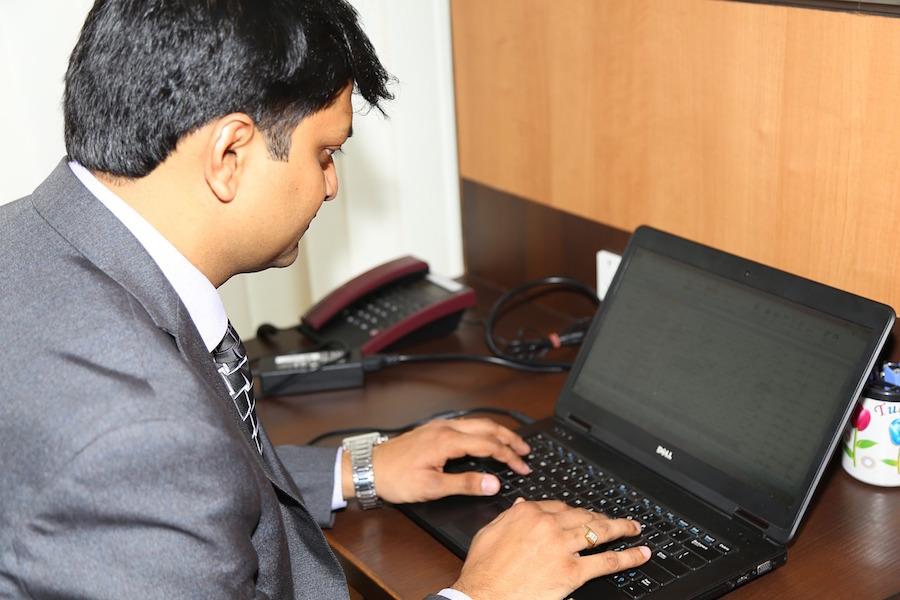 executive-844143_1280