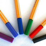【問題】ボールペンのキャップには何故穴が開いている?英語の記事で雑学を学ぼう!